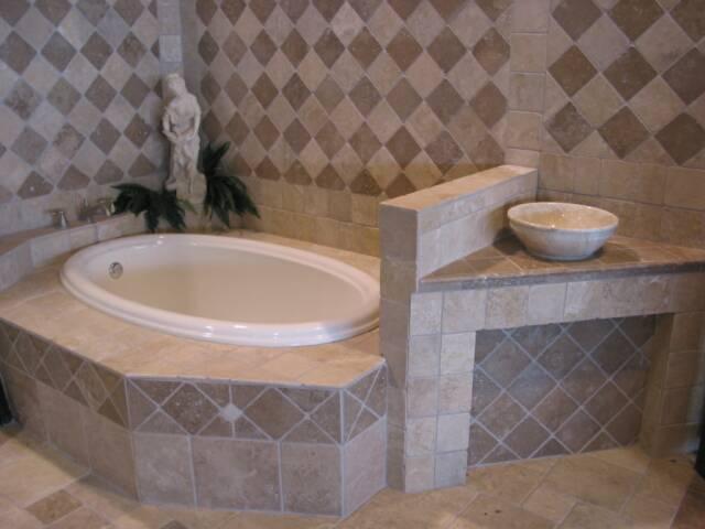 До недавнего времени место керамической плитки было отведено строго в ванной комнате и кухне.  В наши дни керамика...